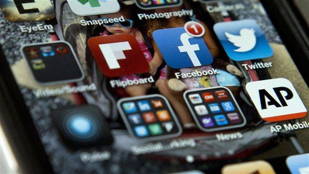 PC_160215_ct1wu_iphone-media-sociaux-facebook_sn635